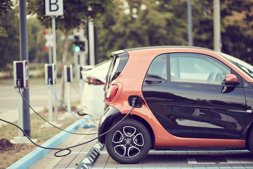 4 dingen waar je aan moet denken als je een elektrische wagen wil kopen